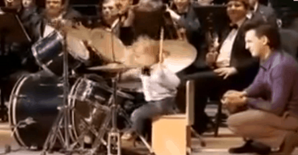 jeune drummer incroyable en vidéo