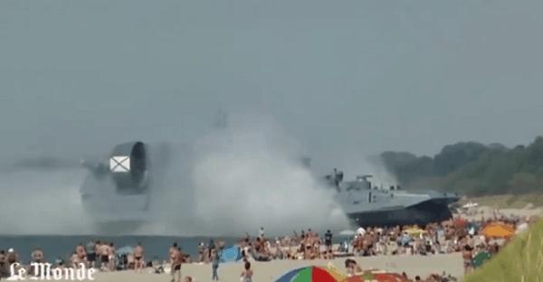 aéroglisseur russe sur une plage