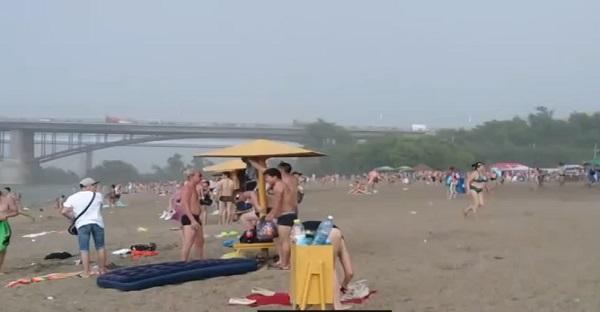 grêle qui tombe sur une plage