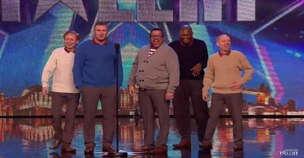 Des hommes d'âge mûr se présentent sur la scène. WOW les juges sont SANS MOTS!