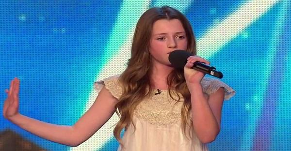 Cette jeune fille a 12 ans, voyez comment elle impressionne les juges. TOUT SIMPLEMENT HALLUCINANTE!