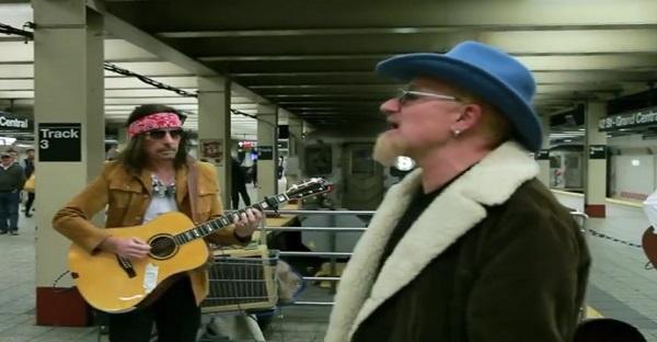 Tout le monde ignore ce groupe de musiciens dans le Métro. ET POURTANT!!!!