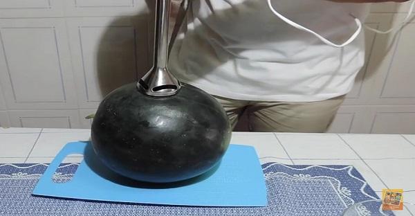 Voici comment faire du jus de melon en 2 petites minutes. TROP COOL!