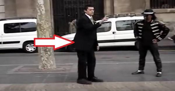 Il défie un sosie de Michael Jackson en pleine rue. FAUT VOIR ÇA!
