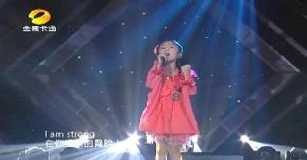 jeune fille chante a the voice video