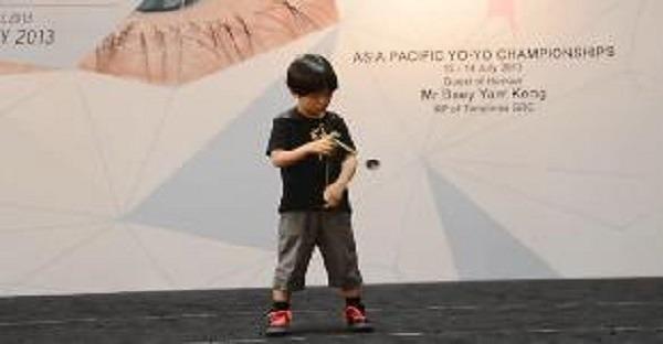 jeune champion japonais de yoyo