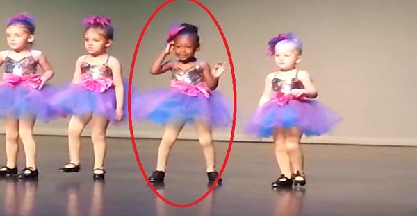 Il y en a une parmi ces danseuses qui est plus contente que les autres. LOL ELLE EST TROP DRÔLES!