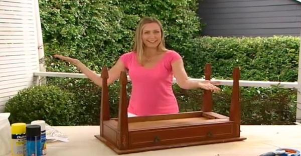 Ce que fait cette femme avec cette vieille table est tout simplement MAGNIFIQUE, À VOIR!