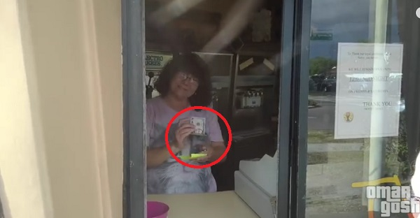 Elle offre une glace à une petite fille qui n'avait pas assez de sous. Un geste de GÉNÉROSITÉ qui...