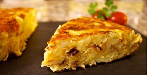 Combiner oeuf et pomme de terre et voici une magnifique TORTILLA ESPAGNOLE. BON FACILE ET RAPIDE!