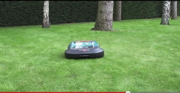 Fini la tonte de la pelouse, maintenant il y a ROBOMOW. GÉNIAL LE TRUC!
