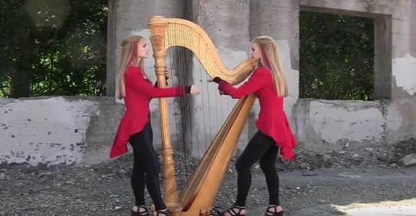 Elles interprètent une chanson de Metallica à la harpe. tout simplement MAGNIFIQUE!
